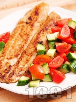 Печена бяла риба със соев сос и чесън - снимка на рецептата